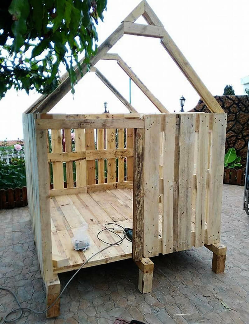 diy recycled pallets playhouse
