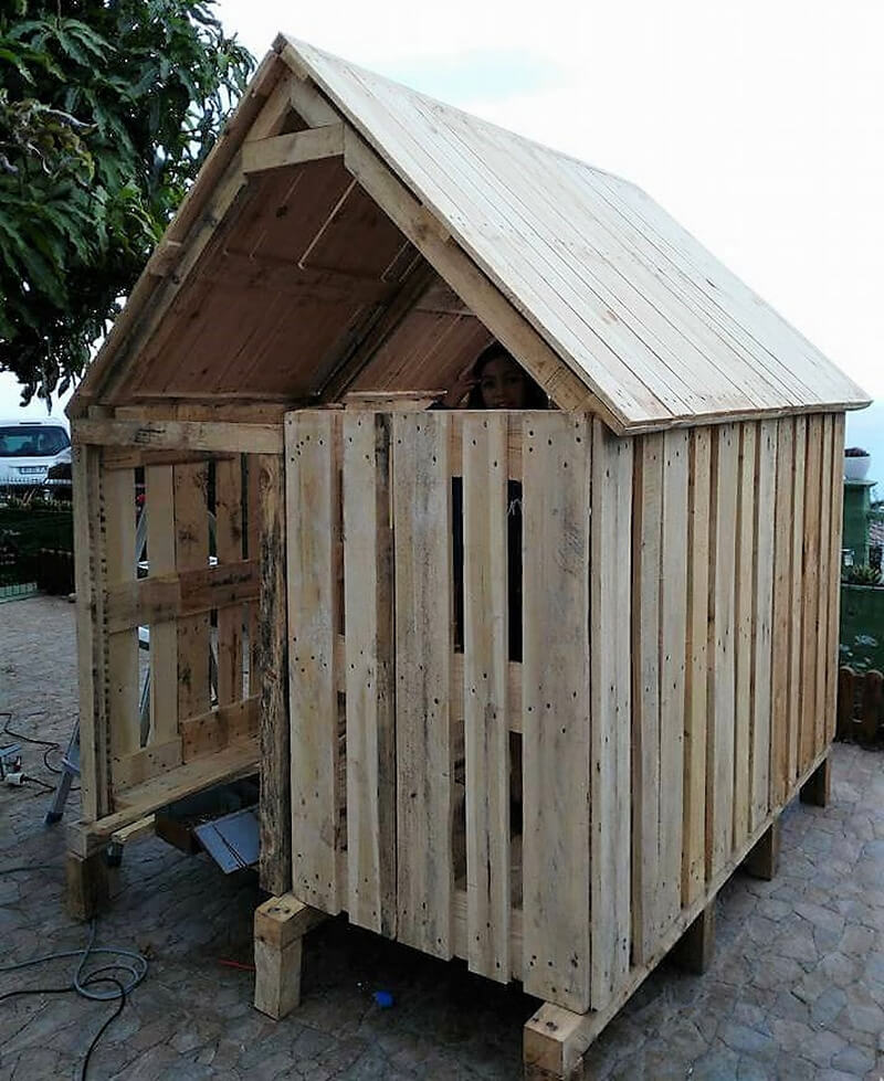 diy wooden pallets playhouse