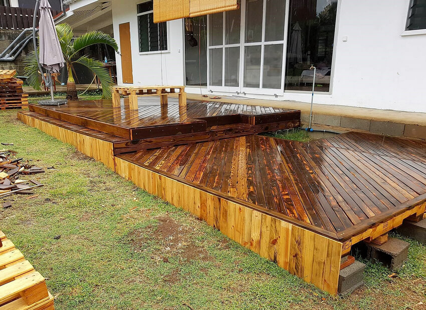 garden deck out of pallets
