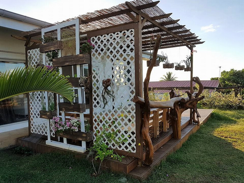 pallets garden deck idea