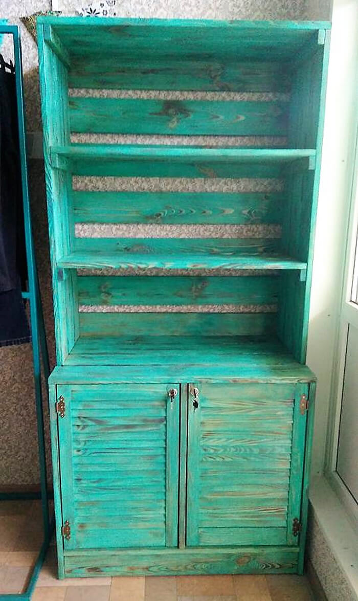 pallets retro wardrobe