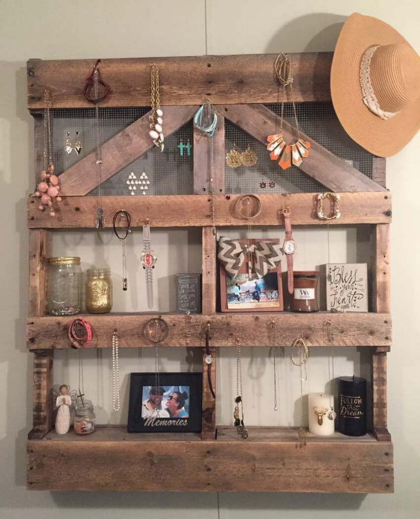 pallets shelf art