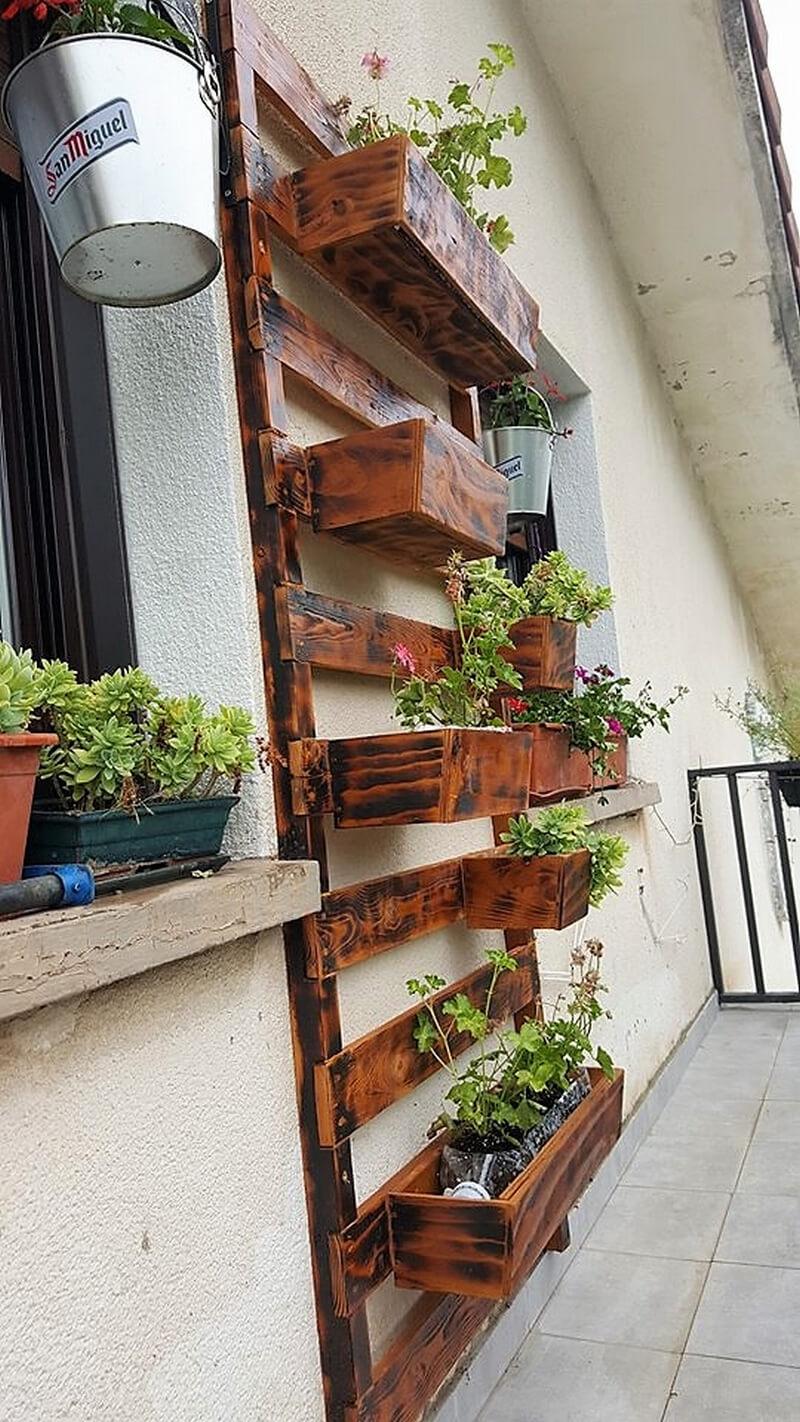 pallets vertical planter idea