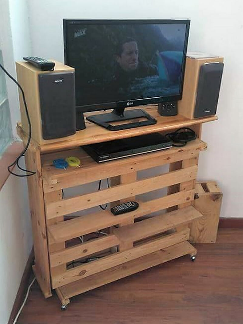 pallets wooden tv stand idea