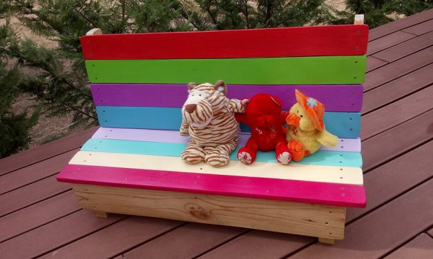 Kids Garden Bench Out of Wooden Pallets