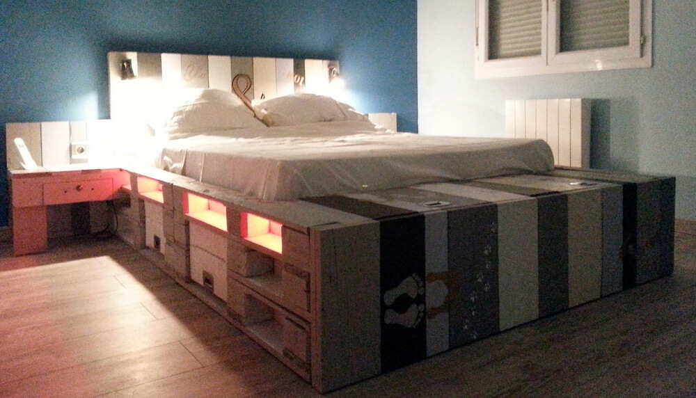 bed made with pallets
