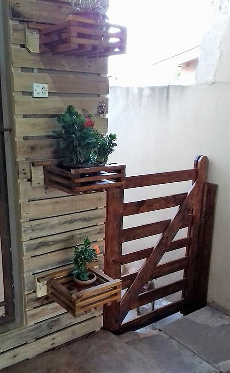 pallets door and wall planter