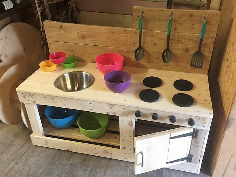 Kids Mud Kitchen Made With Wood Pallets Wood Pallet Furniture