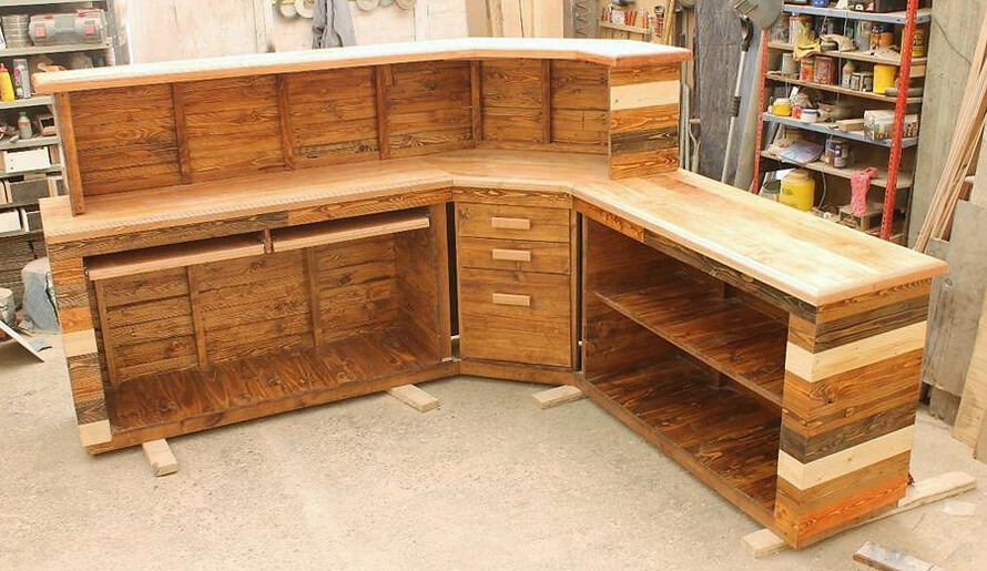 pallets reception counter