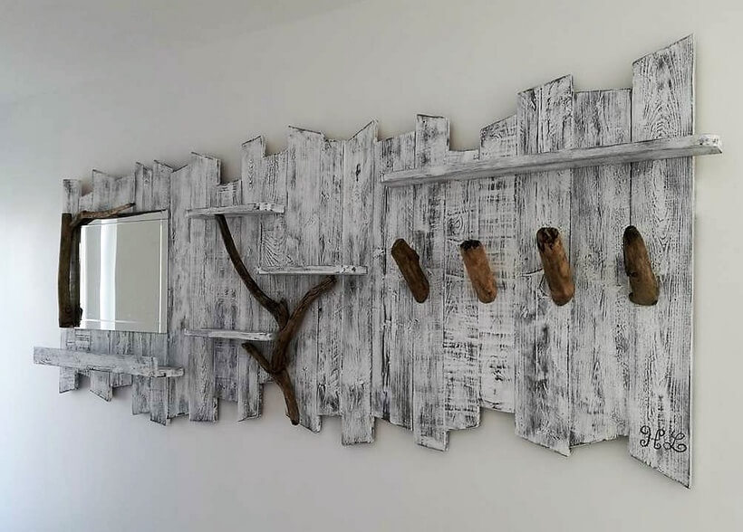 pallets rustic look miror idea
