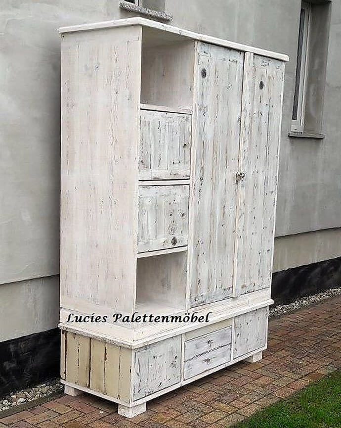 recycled pallets wardrobe
