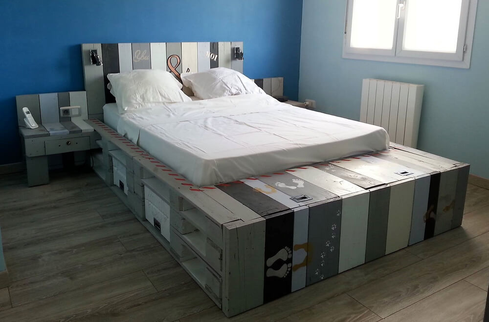 repurposed wooden pallets bed