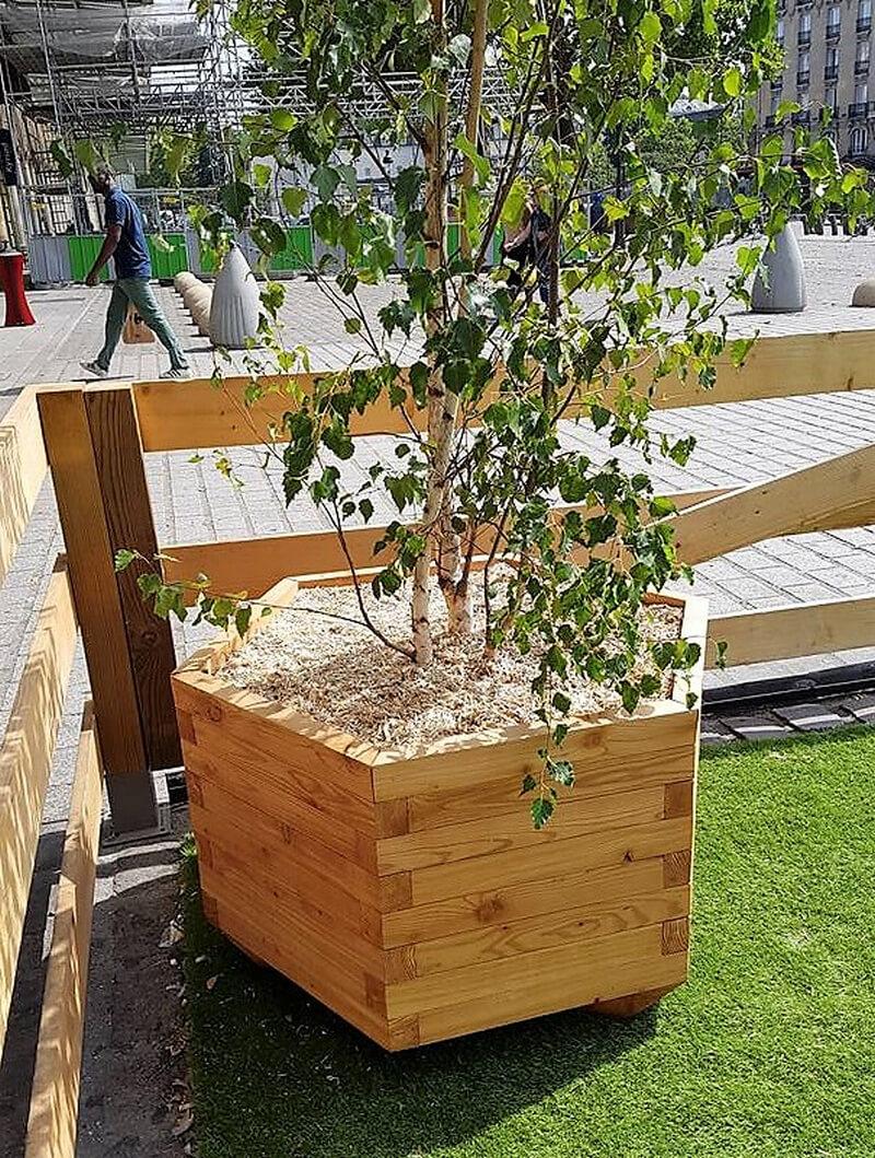 reused pallet wood planter