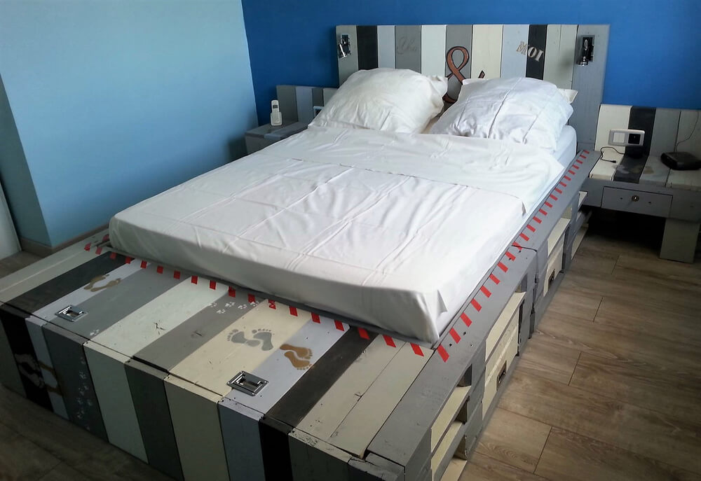wood pallets made bed