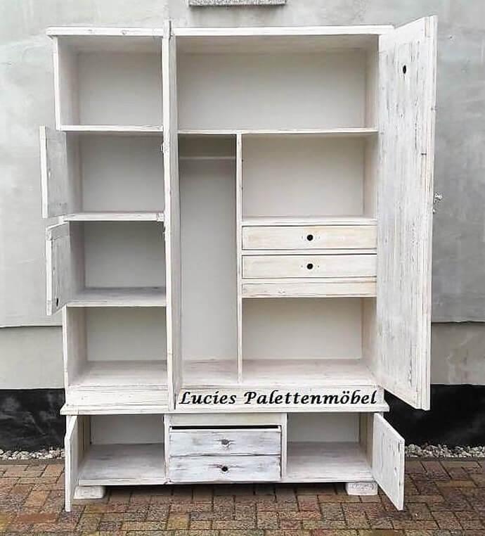 wooden pallets wardrobe