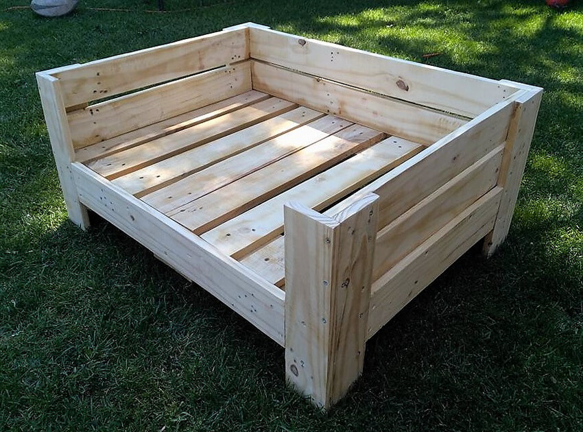 pallets made dog bed