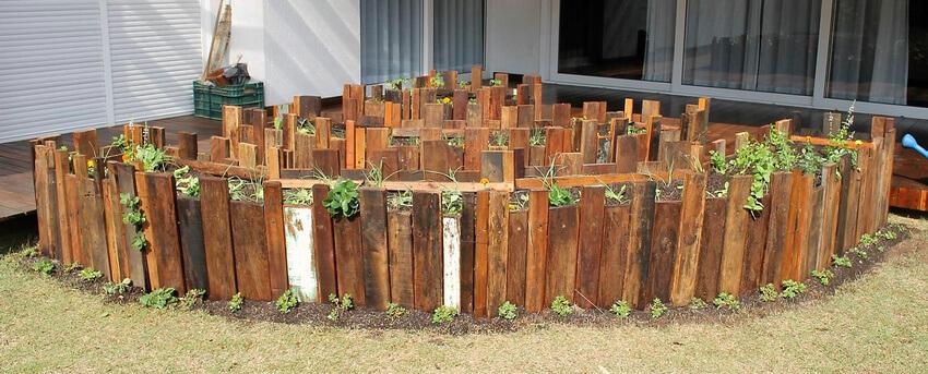 pallets raised garden idea