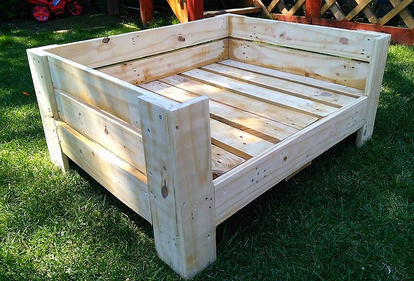 recycled pallets dog bed