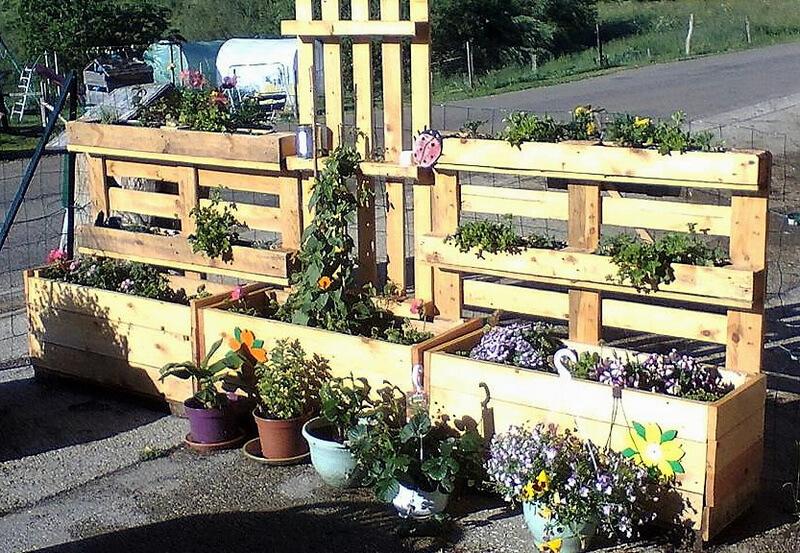 repurposed wooden pallets planter idea