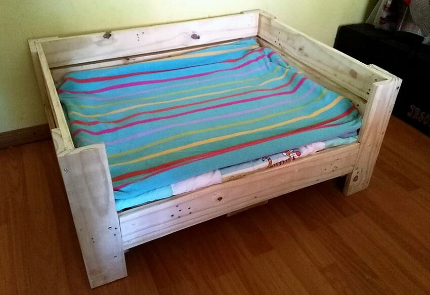 reused pallets dog bed