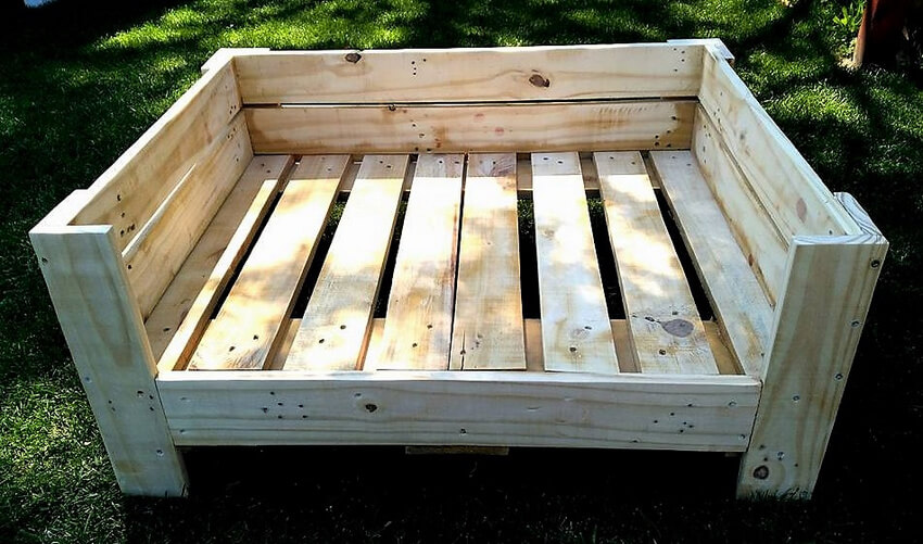 wood pallets dog bed