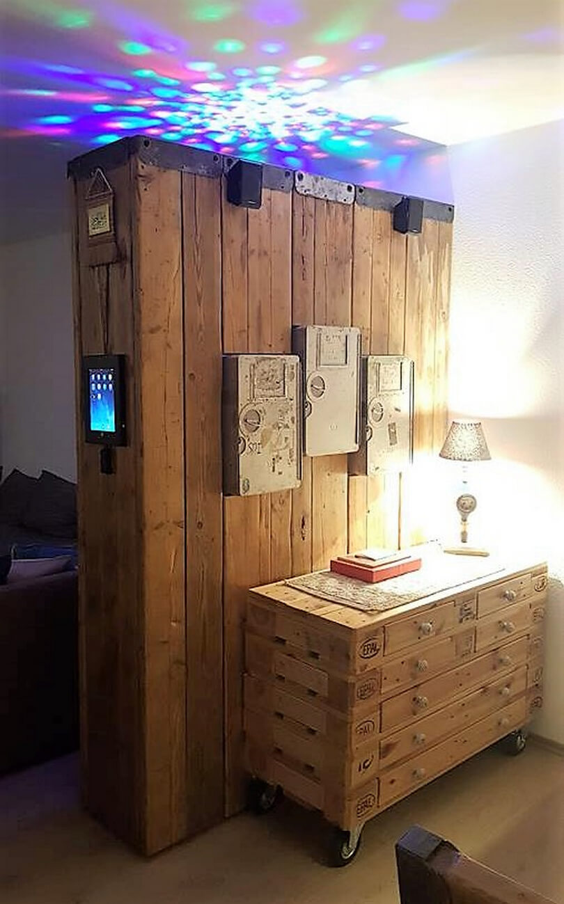 pallets made space divider and side tables