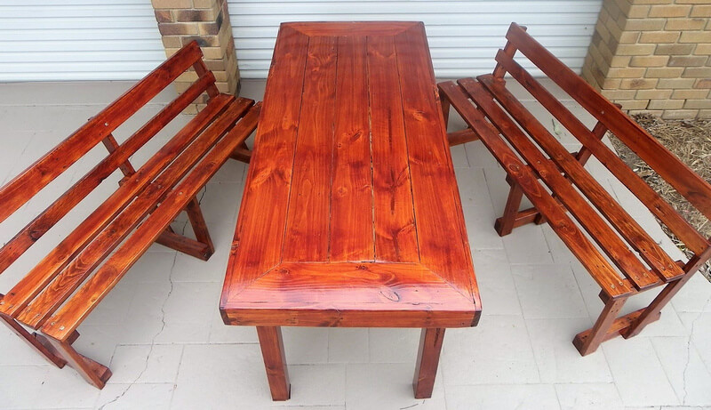 pallets table with benches