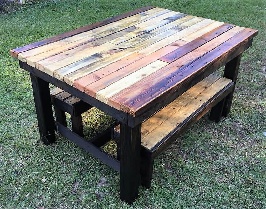 recycled pallets table with benches