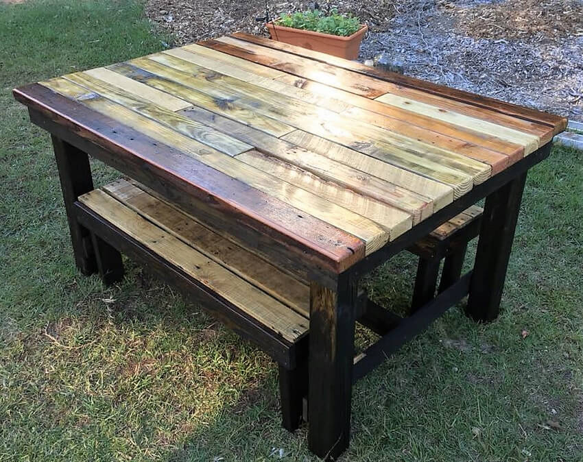 reused pallets made table and benches
