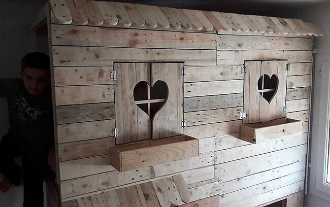 diy pallets made bunk bed
