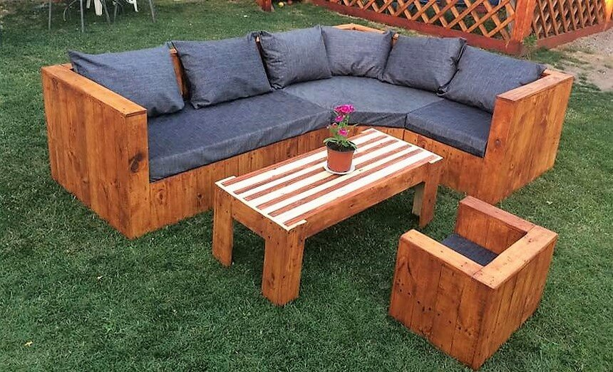 pallets made patio sofa