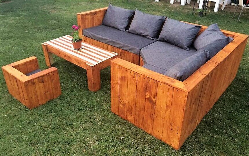 reused pallets outdoor sofa