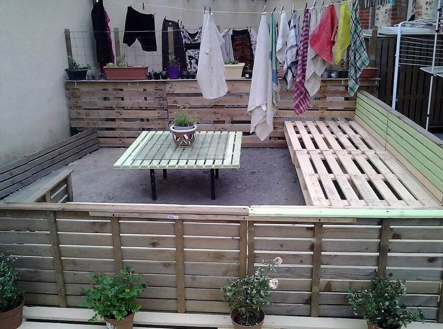 wood pallet outdoor lounge
