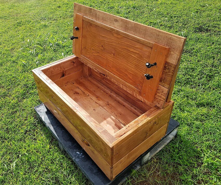 pallets made bench chest