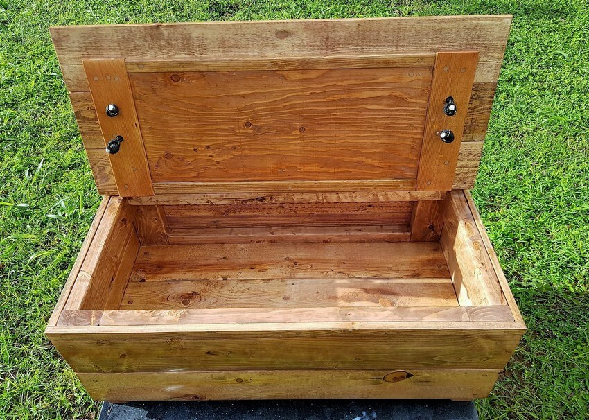 recycled wooden pallets bench chest