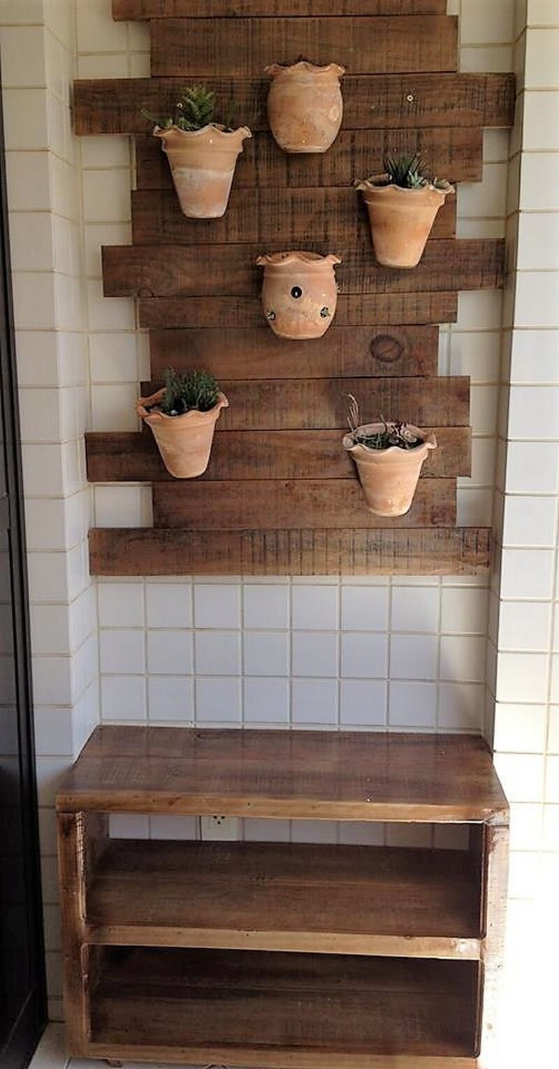 pallet enterance table with wall art