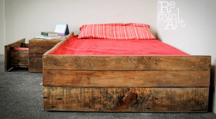 recycled pallet bed